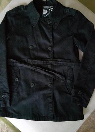 Куртка-жакет на подкладке с поясом.