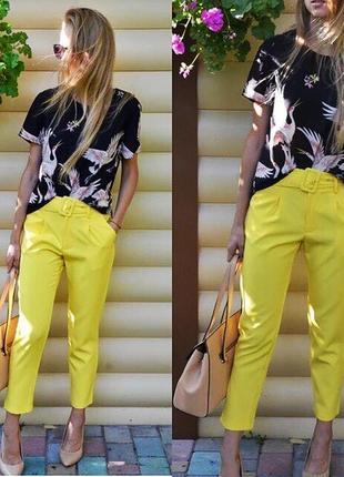 Классические жёлтые штаны с толстым ремнём5