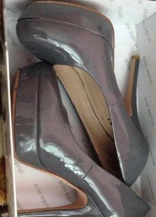 Очень красивые стильные туфли насыщенный лак3