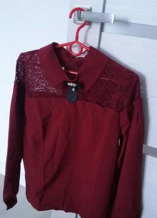 Шикарная блуза с кружевом и брошью.3