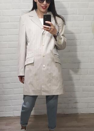 Стильный красивый удлиненный пиджак