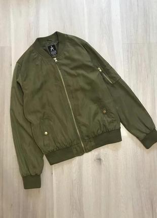 Крутезний трендовий бомбер куртка демисезон деми хаки хакі на замочку6