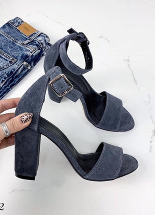 Замшевые босоножки на широком каблуке с ремешком вокруг ноги. 36-401 фото