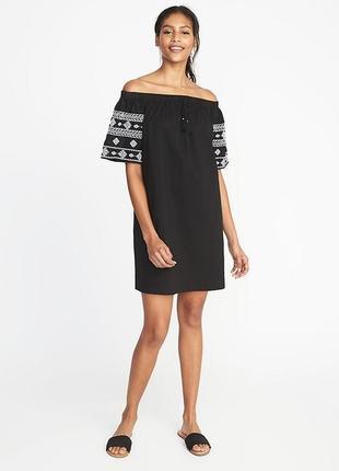 Новое красивое котоновое платье с вышивкой размер м