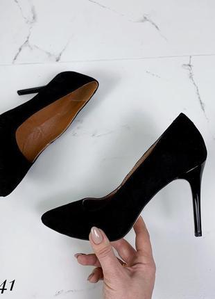 Замшевые туфли лодочки на шпильке с острым носком. 36-402