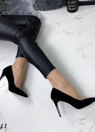 Замшевые туфли лодочки на шпильке с острым носком. 36-404