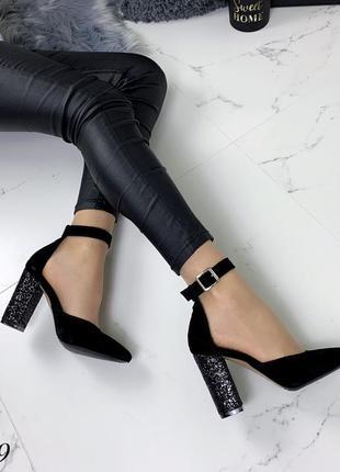 Замшевые туфли лодочки с чокером с ремешком с узким носком. 36-405