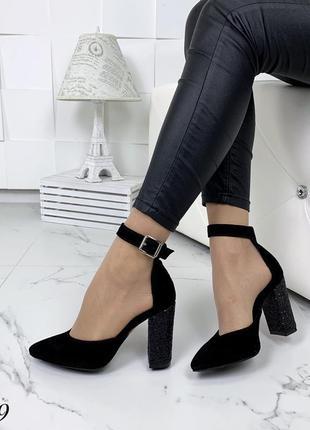 Замшевые туфли лодочки с чокером с ремешком с узким носком. 36-404