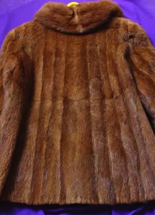 Старая норковая шуба в нормальном состоянии; коричневая короткая норковая шубка