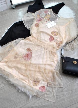 Романтичне фатінове плаття з оборками