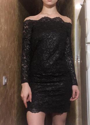 Шикарное платье с открытыми плечами