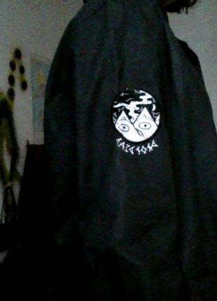 Оригинальная куртка дождевик drop dead непромокаемая (бренд оливера сайкса) интересная2 фото