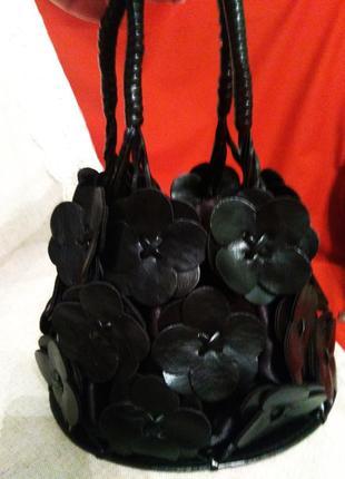 Оригінальна сумочка з шкіряними квітами