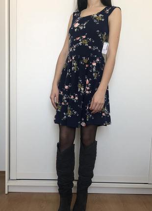 Стильноe цветочное платье simons1