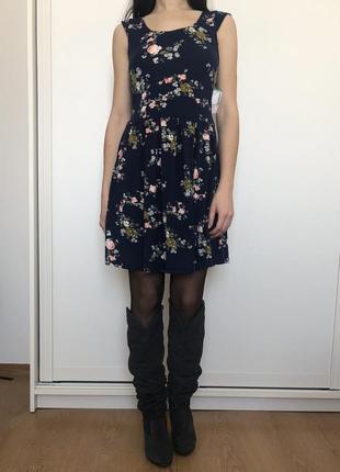 Стильноe цветочное платье simons2