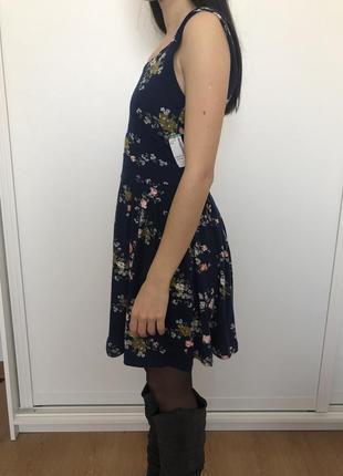 Стильноe цветочное платье simons3