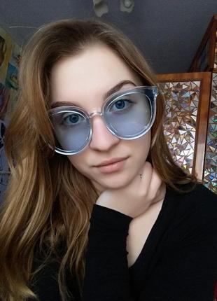 Большие голубые очки