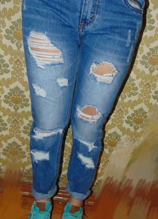 Бойфренды. джинсы с порванностями2 фото