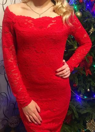 Нарядное красное кружевное платье2
