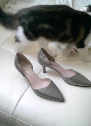 Туфли серебристые базовые классические на среднем каблуке3