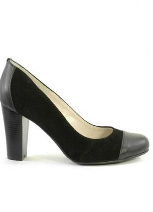 Черные лодочкина широком каблуке