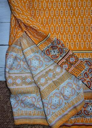 Стильное платье в орнамент4 фото