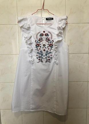 Белое платье с рюшами воланами и вышевкой zara zara4