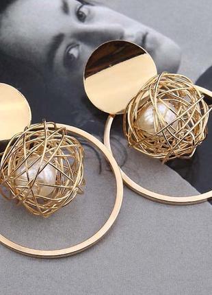 Серьги трендовые золотистые шарики с жемчужиной1