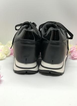 Спортивные черные кроссовки на танкетке2