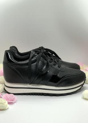 Спортивные черные кроссовки на танкетке3