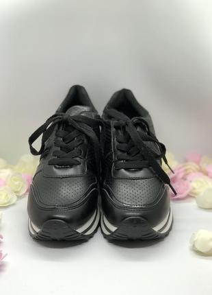 Спортивные черные кроссовки на танкетке4