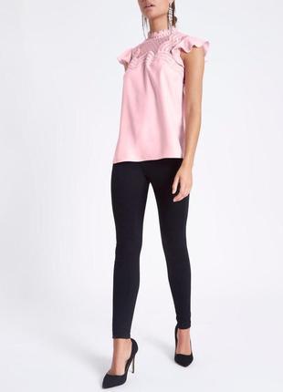 Блуза розовая с кружевом с воланами на плечех zara3