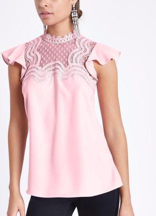 Блуза розовая с кружевом с воланами на плечех zara1