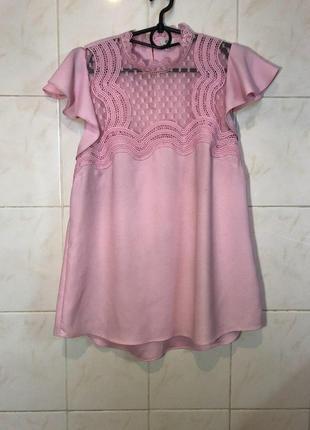 Блуза розовая с кружевом с воланами на плечех zara5