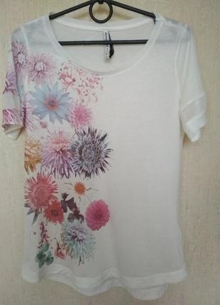 Очень красивая футболка stradivarius, р.s