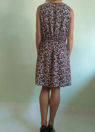Лёгкое платье с кружевным воротником2