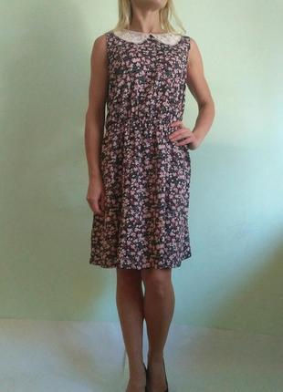 Лёгкое платье с кружевным воротником3