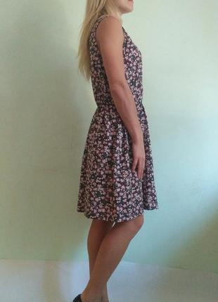 Лёгкое платье с кружевным воротником4