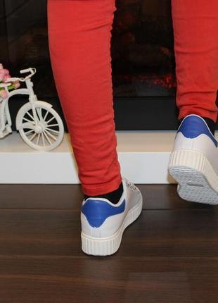 Кроссовки белые липучки синяя пятка т7614