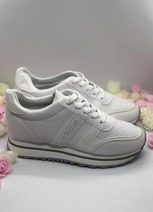 Белые спортивные кроссовки  на платформе1
