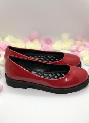 Красные лаковые туфли1