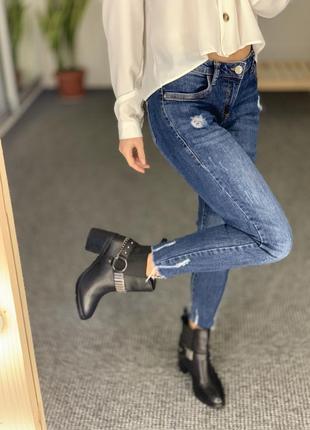 Стильные джинсы с рваными элементами denim co 382