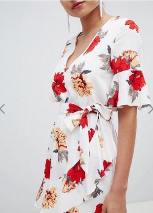 Платье мини с цветочным принтом и поясом prettylittlething4