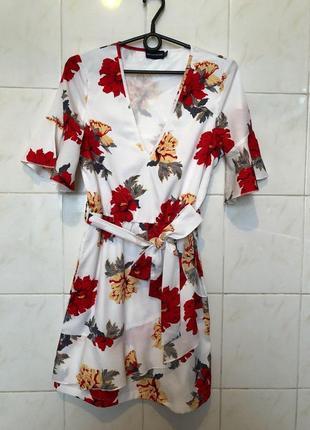 Платье мини с цветочным принтом и поясом prettylittlething5