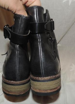 Качественные ботинки   marco tozzi на среднюю ногу  39 размер6