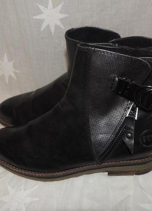 Качественные ботинки   marco tozzi на среднюю ногу  39 размер1
