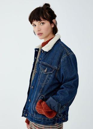 Теплая джинсовая куртка с мехом pull and bear1 фото