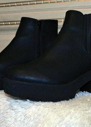 Новые ботинки на каблуке демисезонные от asos