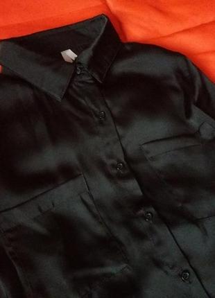 Сексуальная черная атласная блуза с карманами3 фото