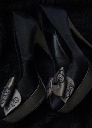 Классные туфли из текстиля на высоком каблуке с бантиками centro